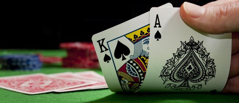 撲克遊戲在牌桌上的樣子